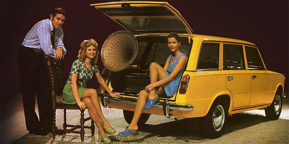 Помимо «копейки» и «одиннадцатой», Волжский автозавод выпускал универсал 2102, способный перевозить до 250 кг груза. Автомобиль отличался усиленной подвеской и укороченной главной парой. Спинка заднего дивана складывалась, что позволяло получить ровную площадку. Помимо 62-сильного мотора, универсал оснащали более мощные двигатели от моделей 21011 и 2103.