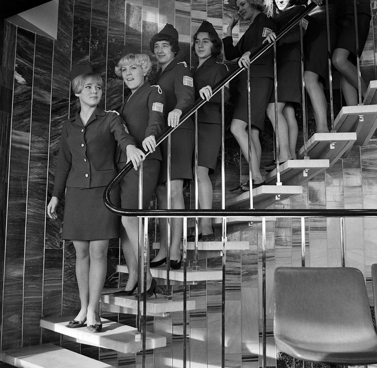 Строительные работы на башне продолжались до 26 декабря 1968 года, когда была закончена отделка на трех уровнях ресторана «Седьмое небо». Тогда на башню поднялись первые посетители. Итоговая высота башни составила 540м вместе с флагштоком