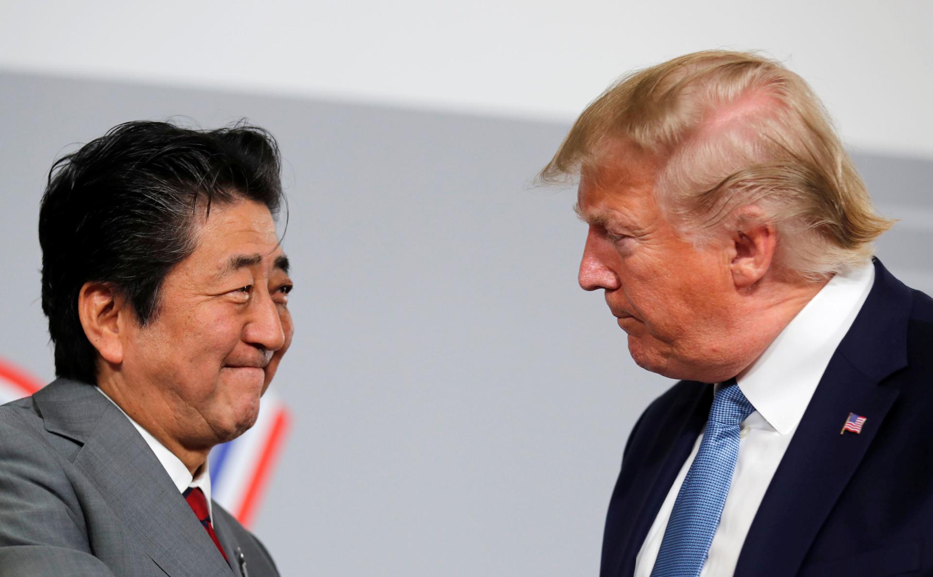 Премьер Японии Синдзо Абэ и президент США Дональд Трампна саммите G7 в Биаррице. Август 2019