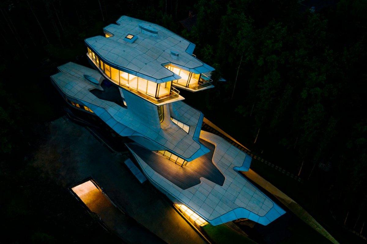 Capital Hill Residence в Барвихе— единственный в мире проект частного жилого дома по проекту Хадид. Необычный особняк принадлежит российскому девелоперу Владиславу Доронину