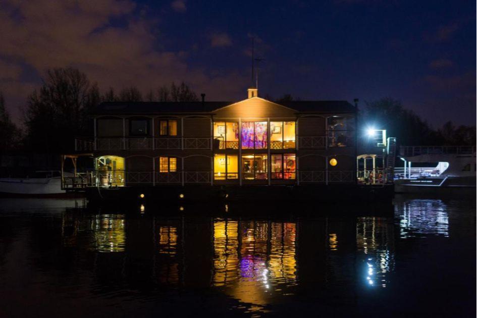 Ботели представляют собой гостиницы на воде
