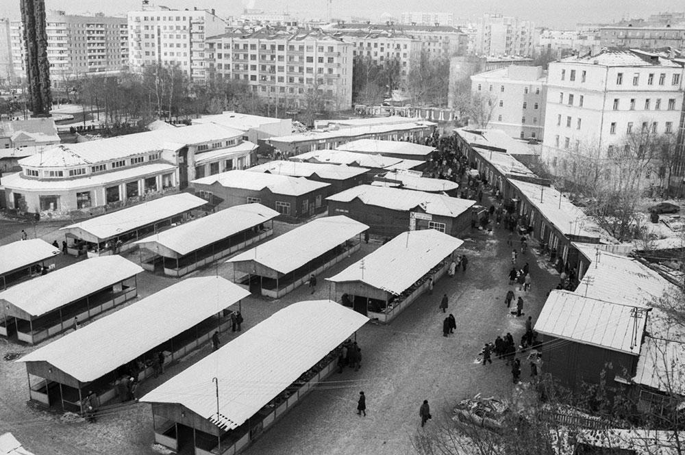 Тишинский рынок. Вид с высоты птичьего полета. 1993 год