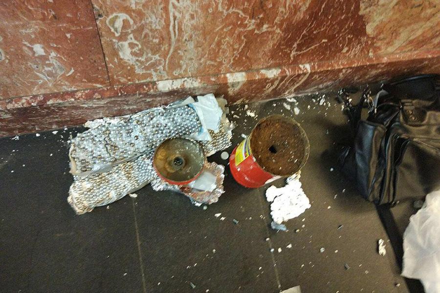 Предположительно, фото взрывного устройства на станции «Площадь Восстания»