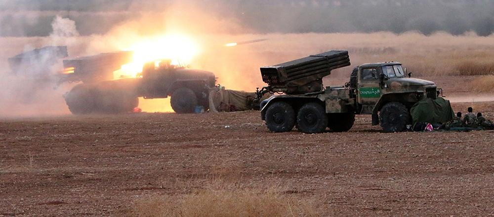 Реактивные системы залпового огня «Град» накрывают огнем позиции боевиков ИГ (провинцииХомс иХама) вСирии