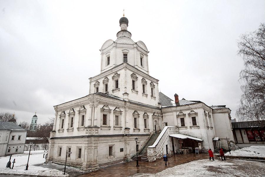 Церковь архангела Михаила и Алексия митрополита Московского и трапезная палата