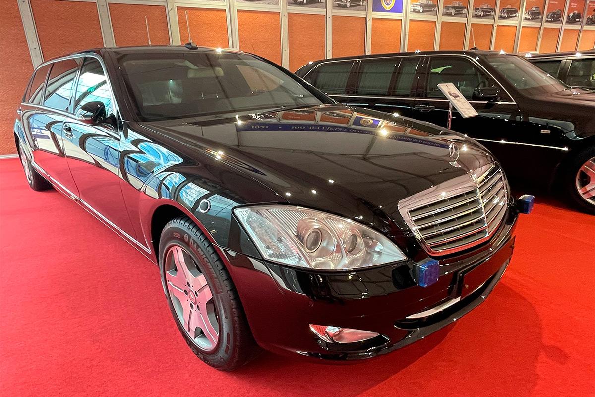 <p>Mercedes-Benz S600 Pullman Guard W221</p>