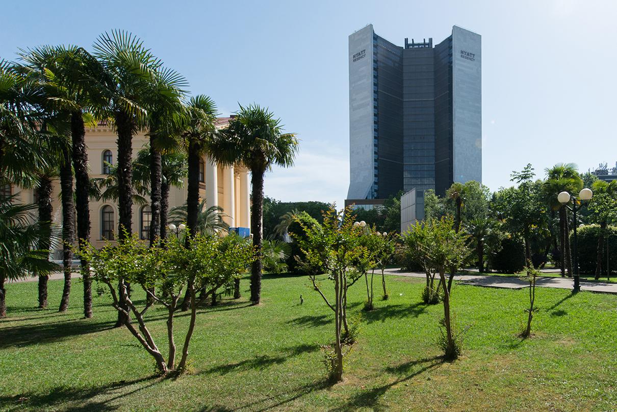 Вид на МФК с апартаментами и отелем Karat Apartments