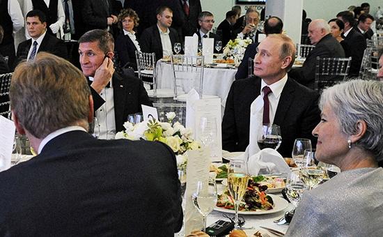 Владимир Путин рядом с отставным генерал-лейтенантом США Майклом Флинном