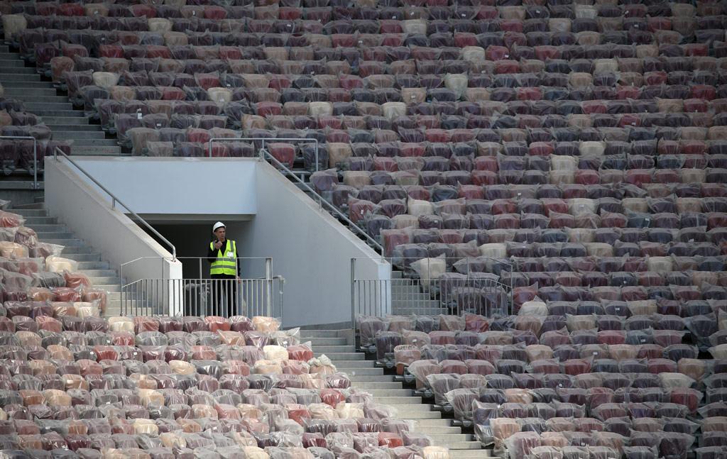Для VIP-зрителей наглавной трибуне предусмотрено около2тыс. мест, дляпрессы—около2,5тыс. мест
