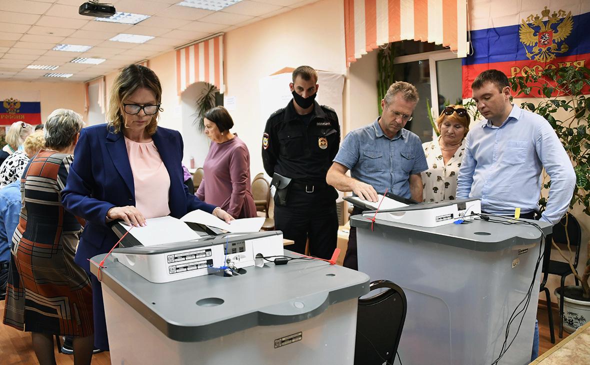 Подсчёт результатов голосования по поправкам в Конституцию РФ на избирательном участке №727 во Владивостоке