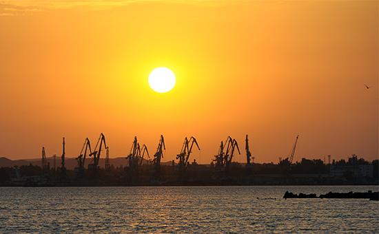 Вид на морской порт Керчи