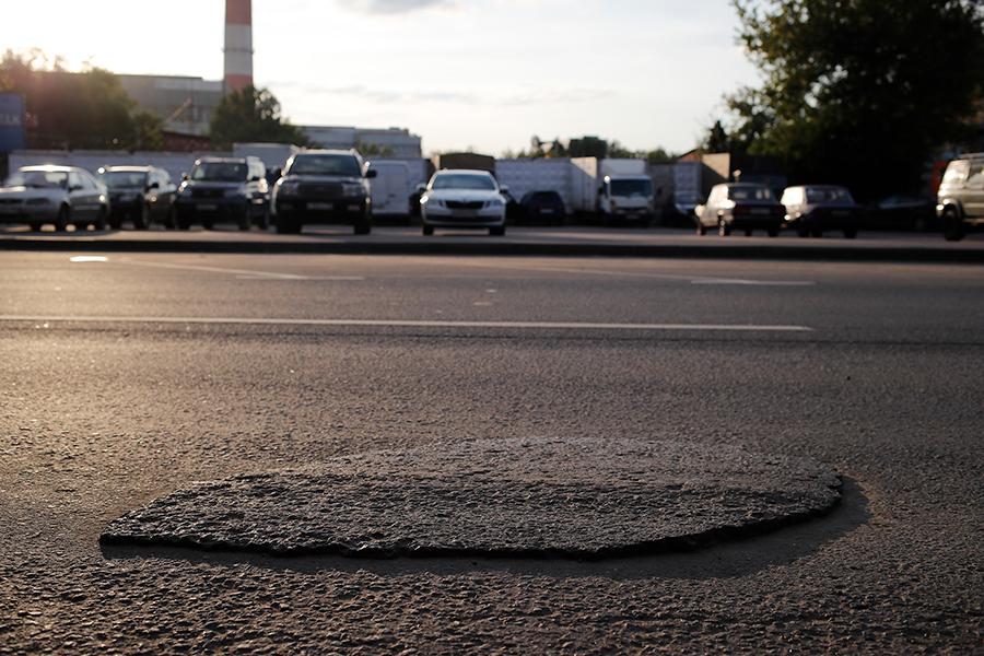 Очаковское шоссе. Июль 2019 года, перед плановым ремонтом. С момента предыдущего ремонта прошло три года.