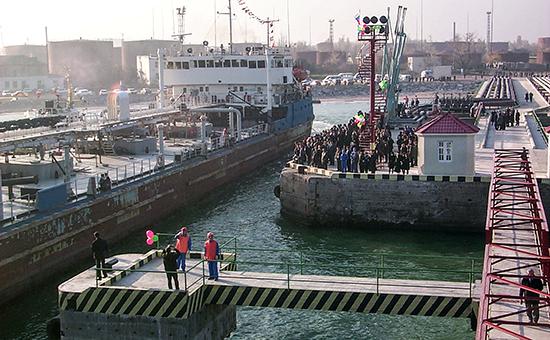 Вид на пирс нефтеналивной гаванив Махачкалинском международном морском торговом порту