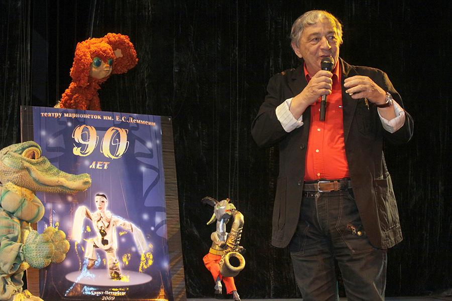 Эдуард Успенский на празднике 90-летия Театра марионеток им. Е.С.Деммени. 10 апреля 2009 года