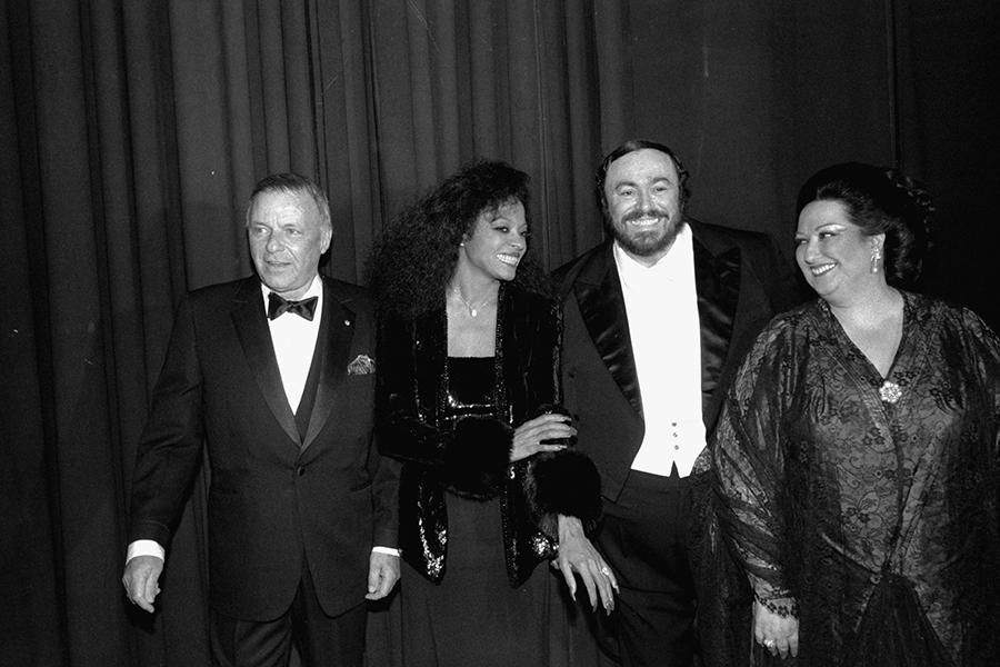 Слева направо: Фрэнк Синатра, Дайана Росс, Лучано Паваротти и Монтсеррат Кабалье