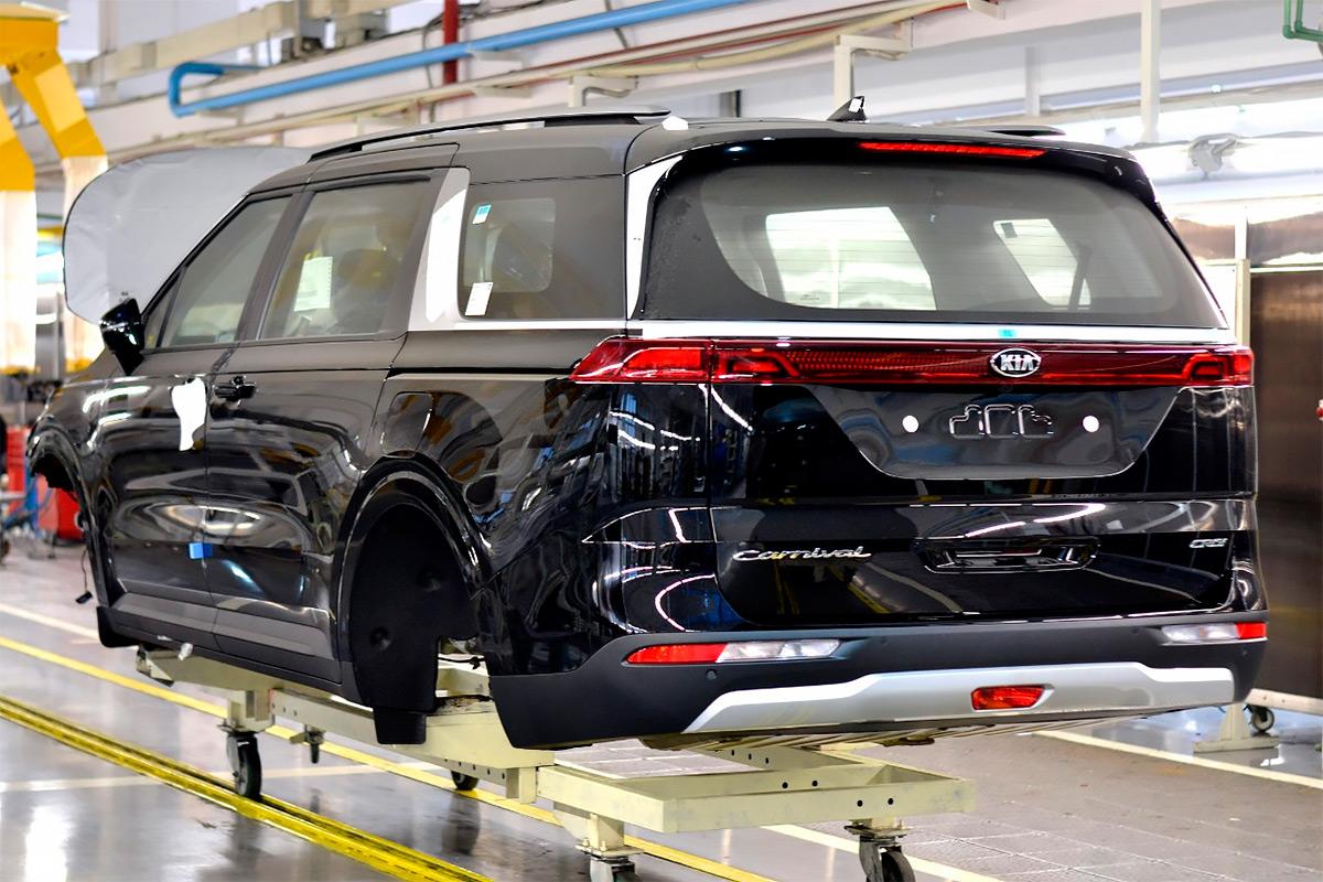В Калининграде запустили производство нового Kia Carnival для России