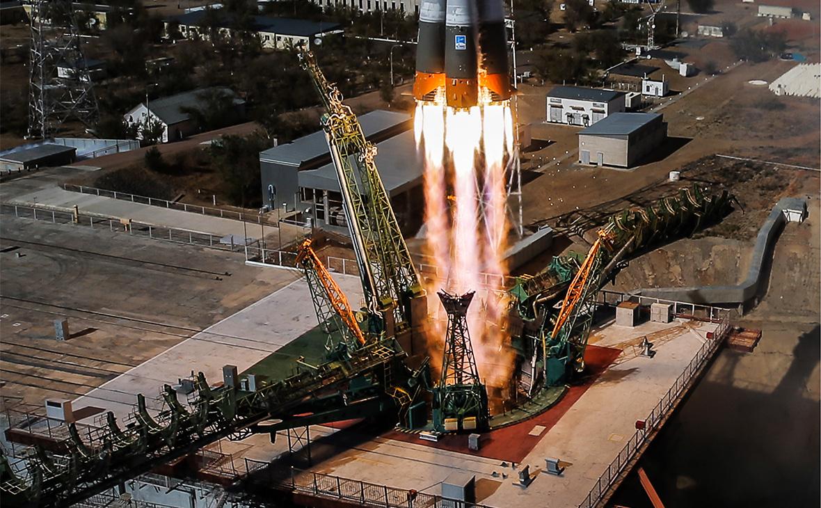 Запуск ракеты-носителя «Союз-ФГ» с кораблем «Союз МС-10» на Байконуре