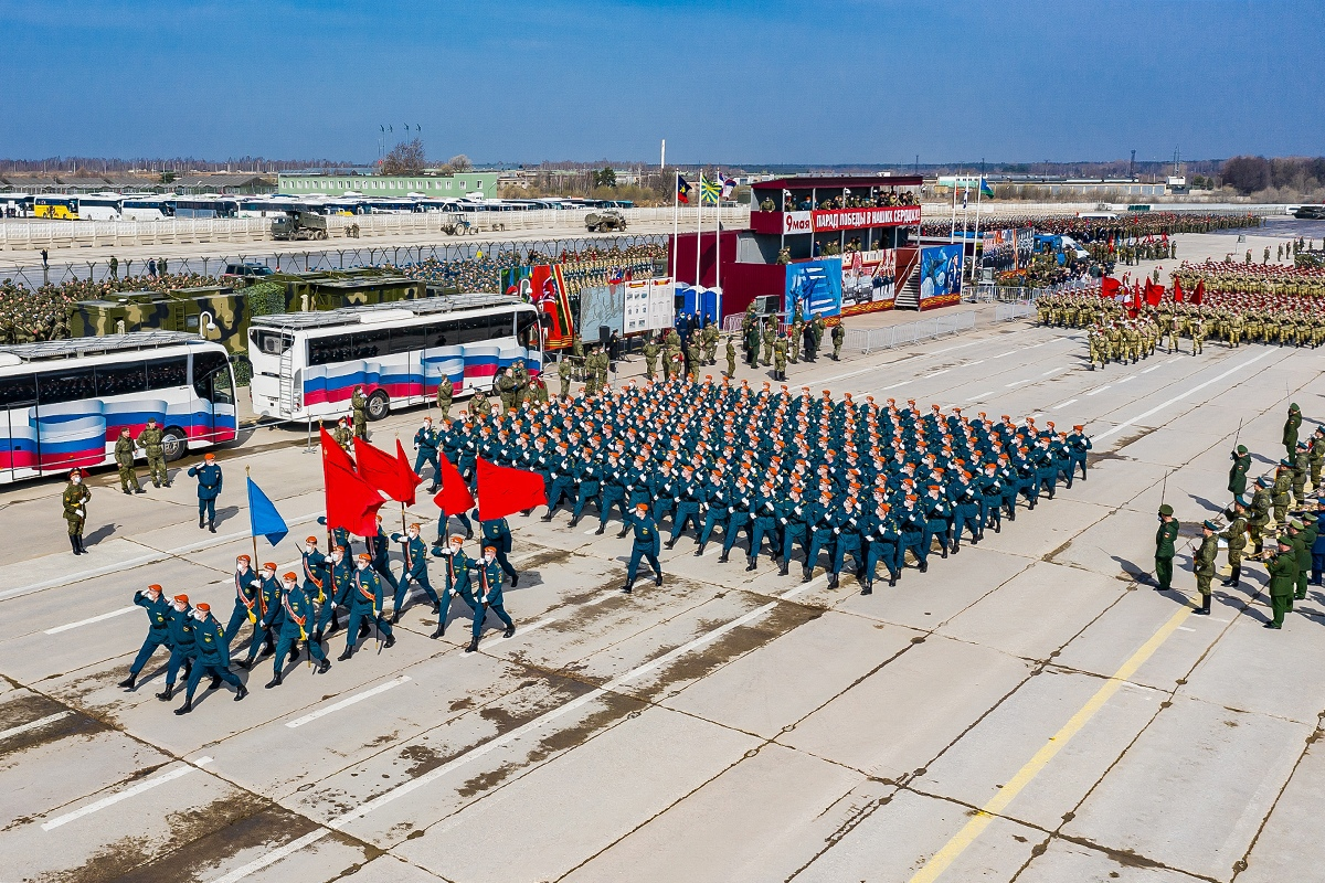 Военные провели в Подмосковье репетицию парада с участием пеших расчетов