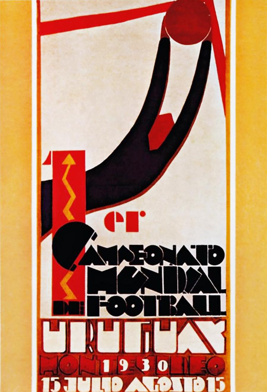 Первый чемпионат мира по футболу прошел в июле 1930 года в Уругвае. Его победителем стали хозяева, обыгравшие в финале сборную Аргентины со счетом 4:2.