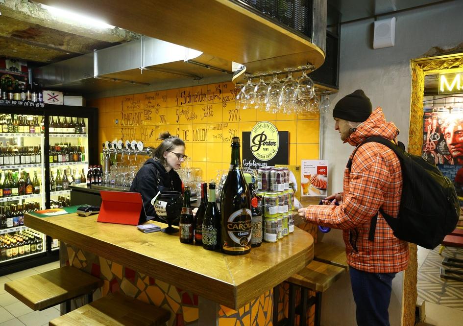 Круглосуточный магазин и фуд-корт Food Store в Москве