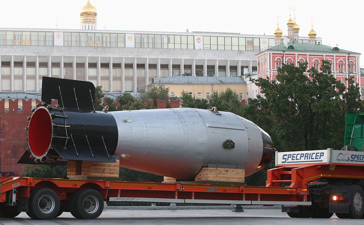 Макет термоядерной бомбы в рамках культурно-исторической выставки