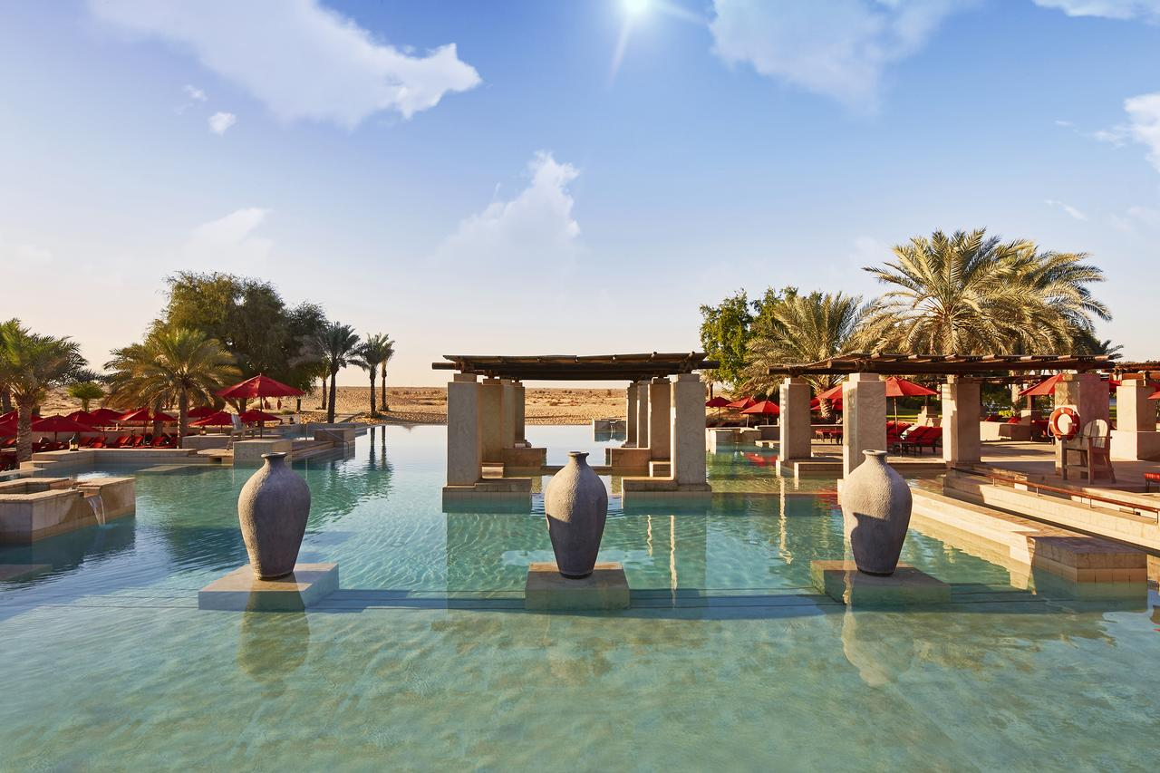 Среди дюн. Bab Al Shams Desert Resort and Spa (ОАЭ)