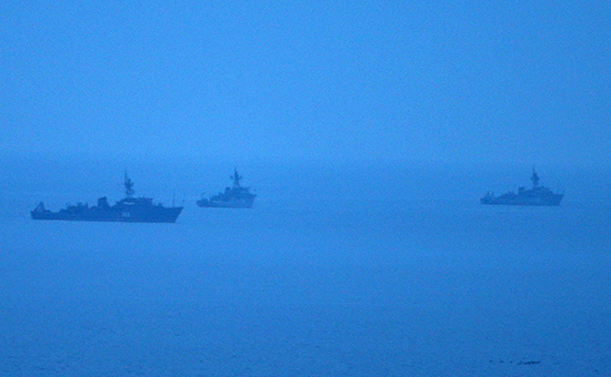 Корабли ВМФ России вКрыму, охраняющие вход втерриториальные воды РФ