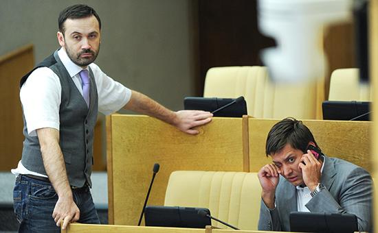 Депутат ГД РФ Илья Пономарев и член комитета ГД по конституционному законодательству и государственному строительству Дмитрий Гудков (слева направо)