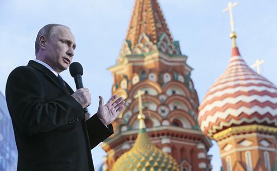 Президент России Владимир Путин выступает на митинге-концерте «Мы вместе», посвященном годовщине присоединения Крыма к России, на Васильевском спуске