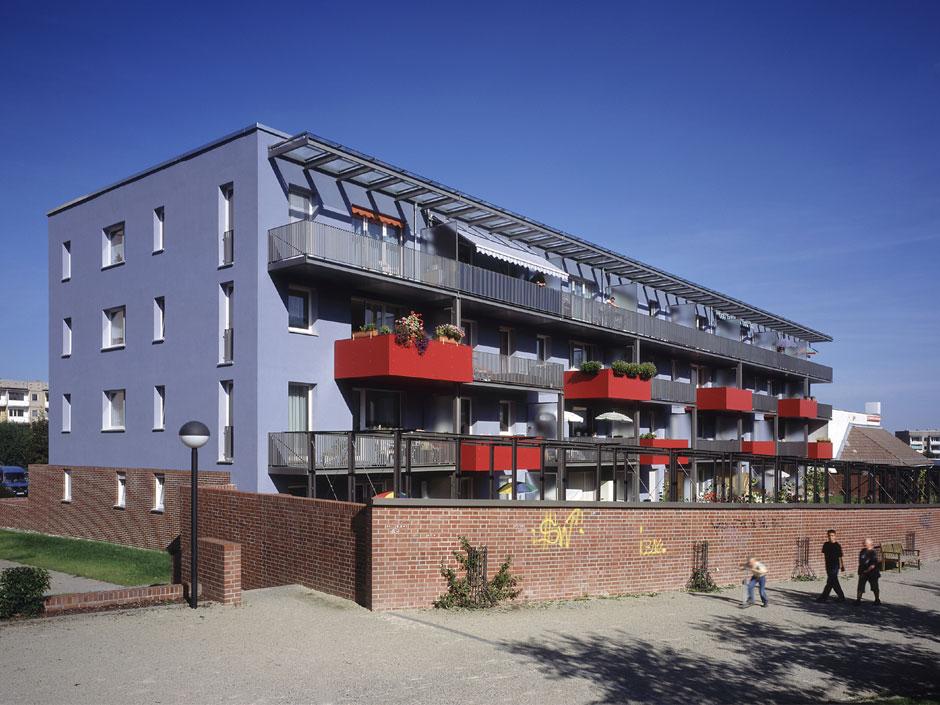 Квартиры напервом этаже имеют просторные сады, отделенные отстены попериметру