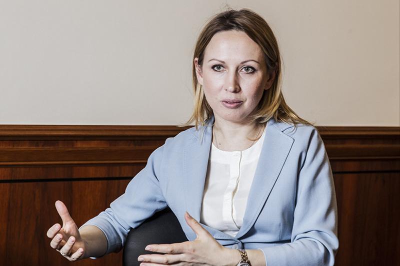 HR-директор «Росатома» Татьяна Терентьева не может нанимать сотрудников на ключевые должности на открытом рынке. Директора АЭС нельзя переманить со стороны, только выучить