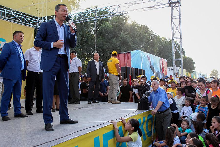 Омурбек Бабанов на встрече с жителями города Токмак. 22 сентября 2017 года