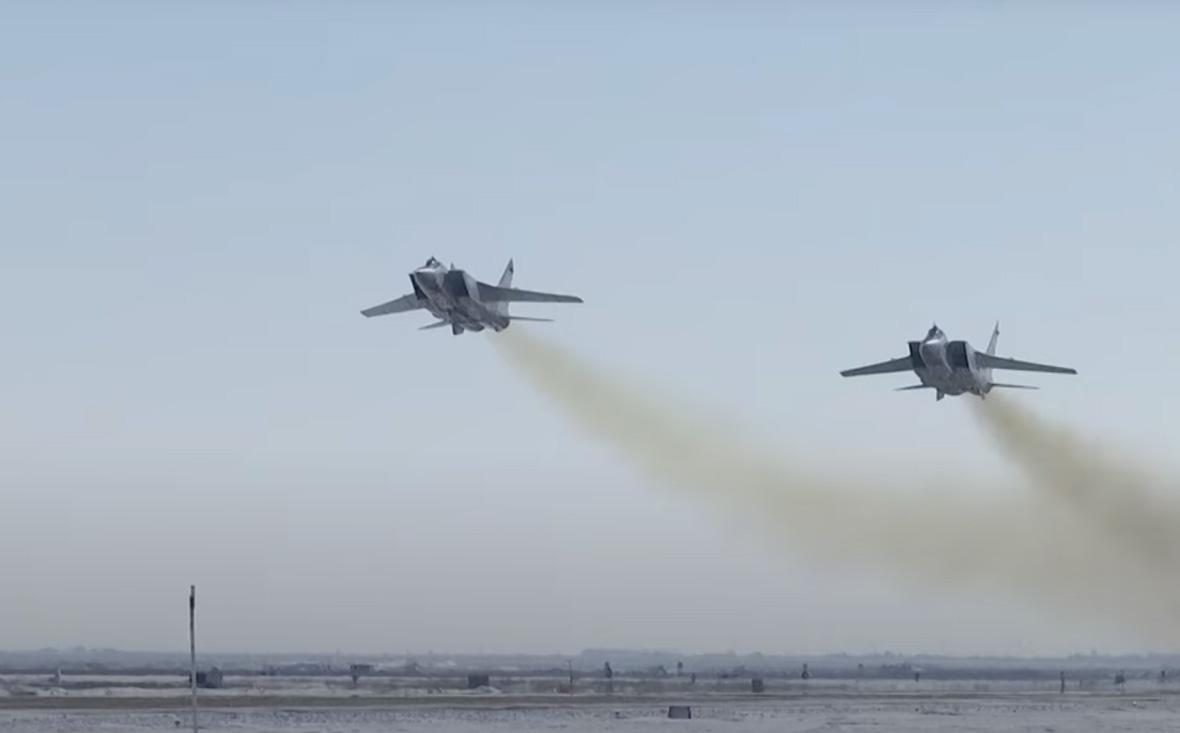ИстребителиМиГ-31 с ракетами «Кинжал»