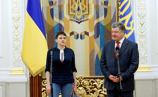 Украинская военнослужащая Надежда Савченко ипрезидент Украины Петр Порошенко