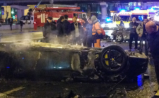 Место дорожно-транспортного происшествия (ДТП) сучастием автомобиля Ferrari возлеКрымского моста вМоскве
