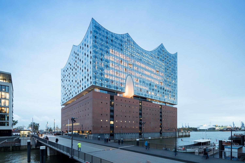 Номинация «Культурные постройки»  Объект: Elbphilharmonie Hamburg  Расположение: Гамбург, Германия  Архитектурное бюро: Herzog & de Meuron
