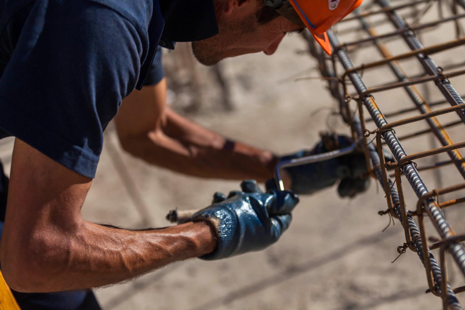 Рост цен на металл больнее ударит по строителям, работающим погосконтрактам