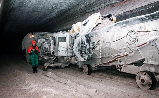 Внутри шахтной выработки на шахте «Уралкалия» в Соликамске, где обнаружен провал почвы