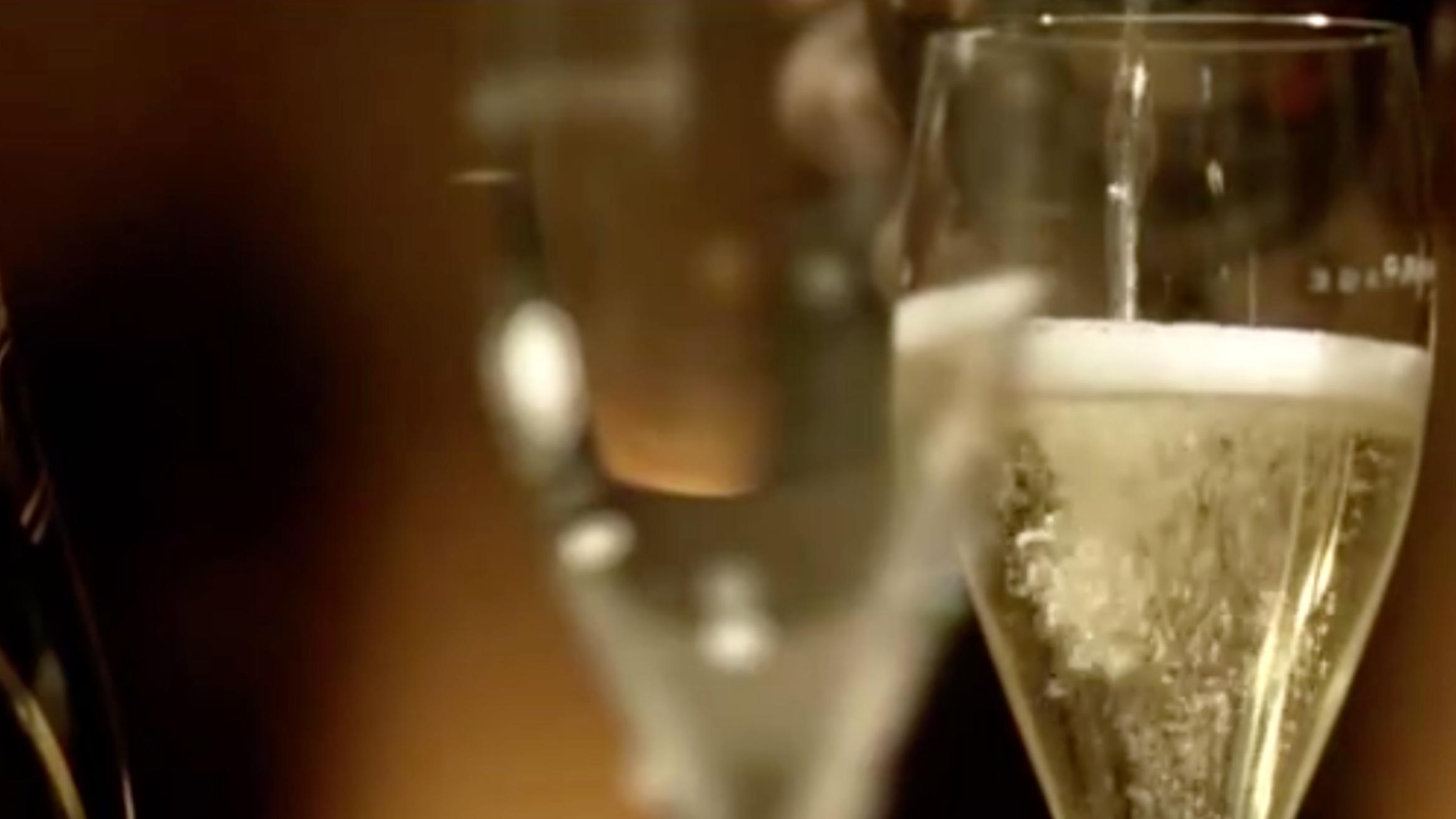 """Французские виноделы решили возобновить поставки шампанского в Россию""""/>"""