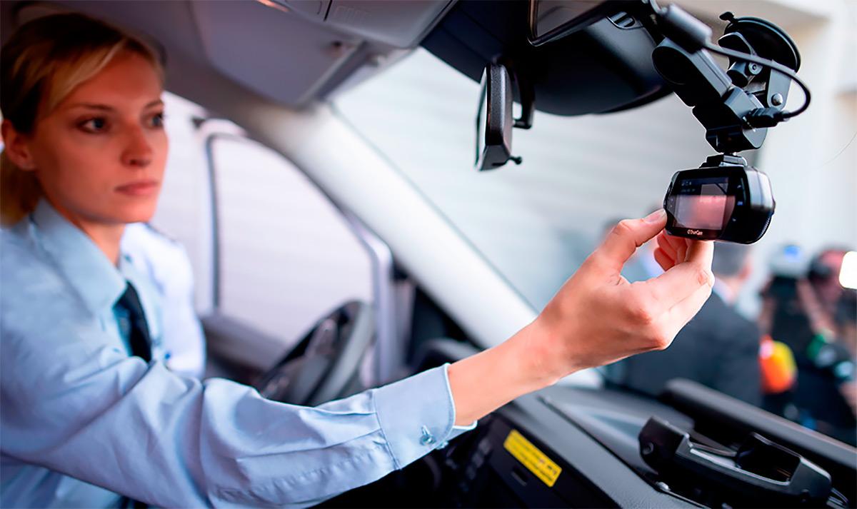<p>В спорной ситуации автомобилиста может выручить запись с видеорегистратора.</p>