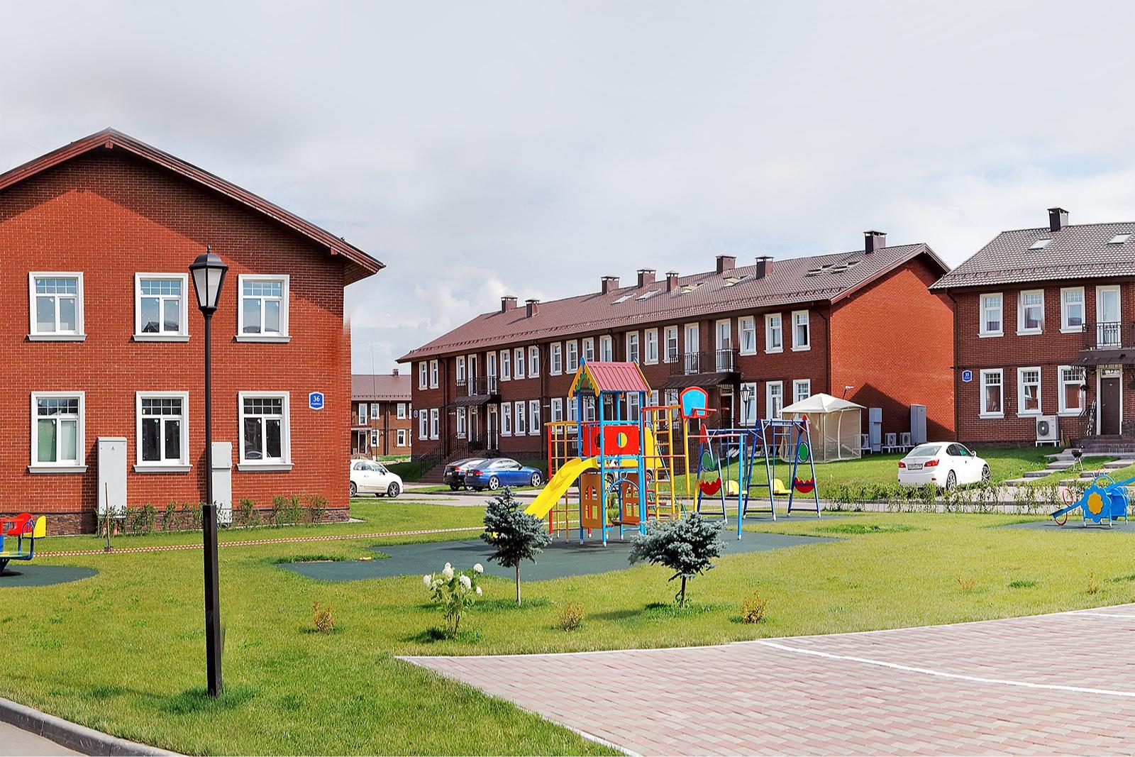 Поселок «Бристоль» находится недалеко от Москвы, в 7 км от МКАД по Киевскому шоссе
