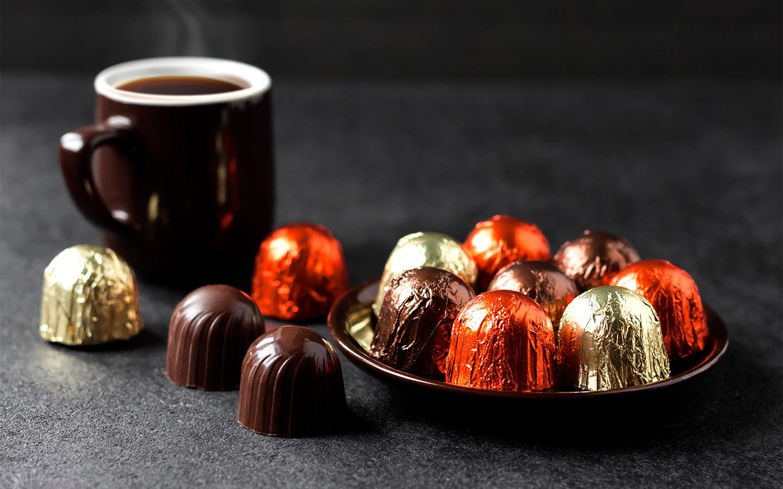 <p>Если человек съест 200 граммов таких конфет за раз, то это уже близко к выпитому стакану ликера. Время влияния реакции увеличиться в 1,5 раза.</p>