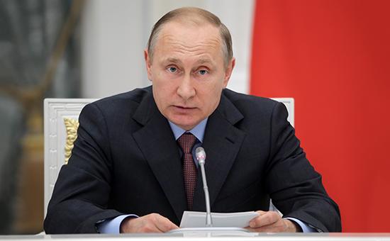 Президент РФ Владимир Путин вКремле вовремя заседания комиссии поисполнению майских указов, 16 мая 2016 года
