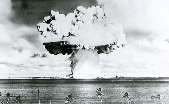 Испытания атомной бомбы США на атолле Бикини. Июль 1946 года