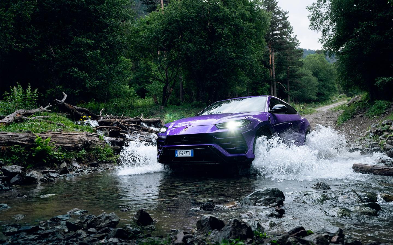 Если заказать внедорожный пакет, то дорожный просвет Lamborghini Urus одним нажатием кнопки можно увеличить до 248 миллиметров. Это больше, чем у нового Toyota Land Cruiser 300!