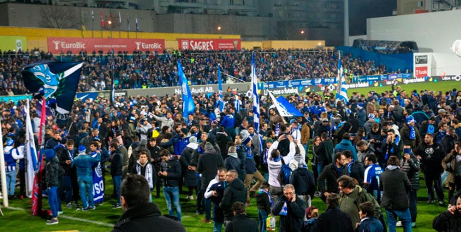 Матч чемпионата Португалии прервали из-за риска обрушения трибуны