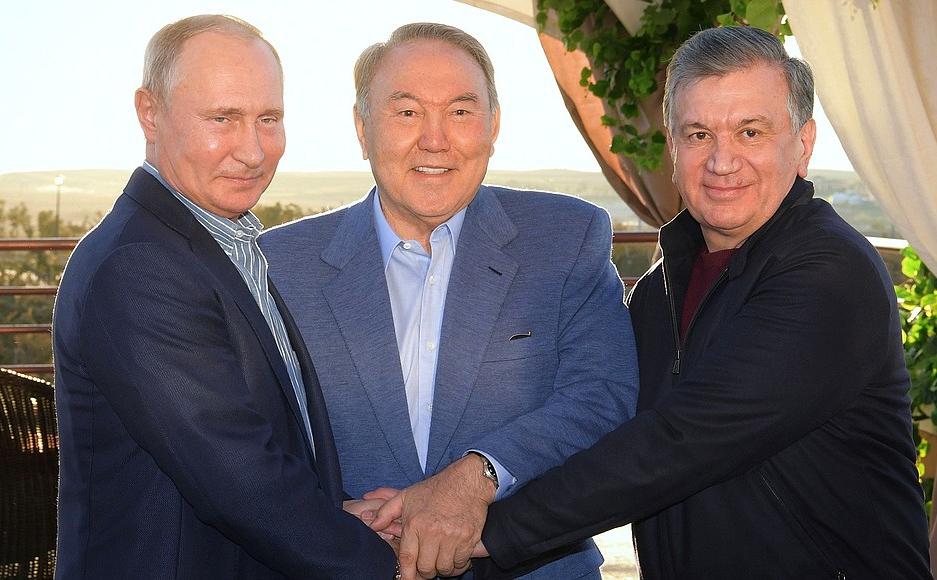 Владимир Путин, Нурсултан Назарбаев и Шавкат Мирзиёев (слева направо)