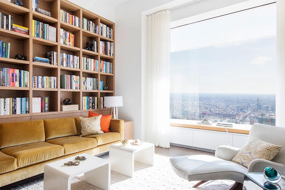 В здании 104 квартиры. Площадь самой маленькой студии равна32,6кв.м, анаиболеепросторным объектом считается шестикомнатный пентхаус ссемью санузлами ибиблиотекой стоимостью $95 млн