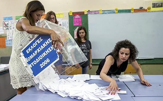 Подсчет бюллетеней после голосования на референдуме в Греции 5 июля 2015 года