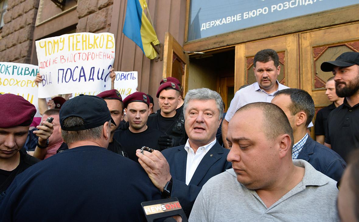 Бывший президент Украины Петр Порошенко у здания Государственного бюро расследований (ГБР) в Киеве